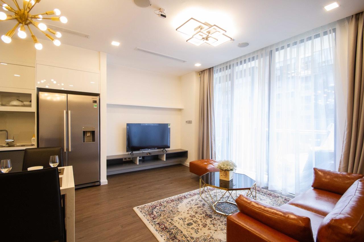 Cho thuê 2 phòng ngủ Vinhomes Golden river - ID 010119