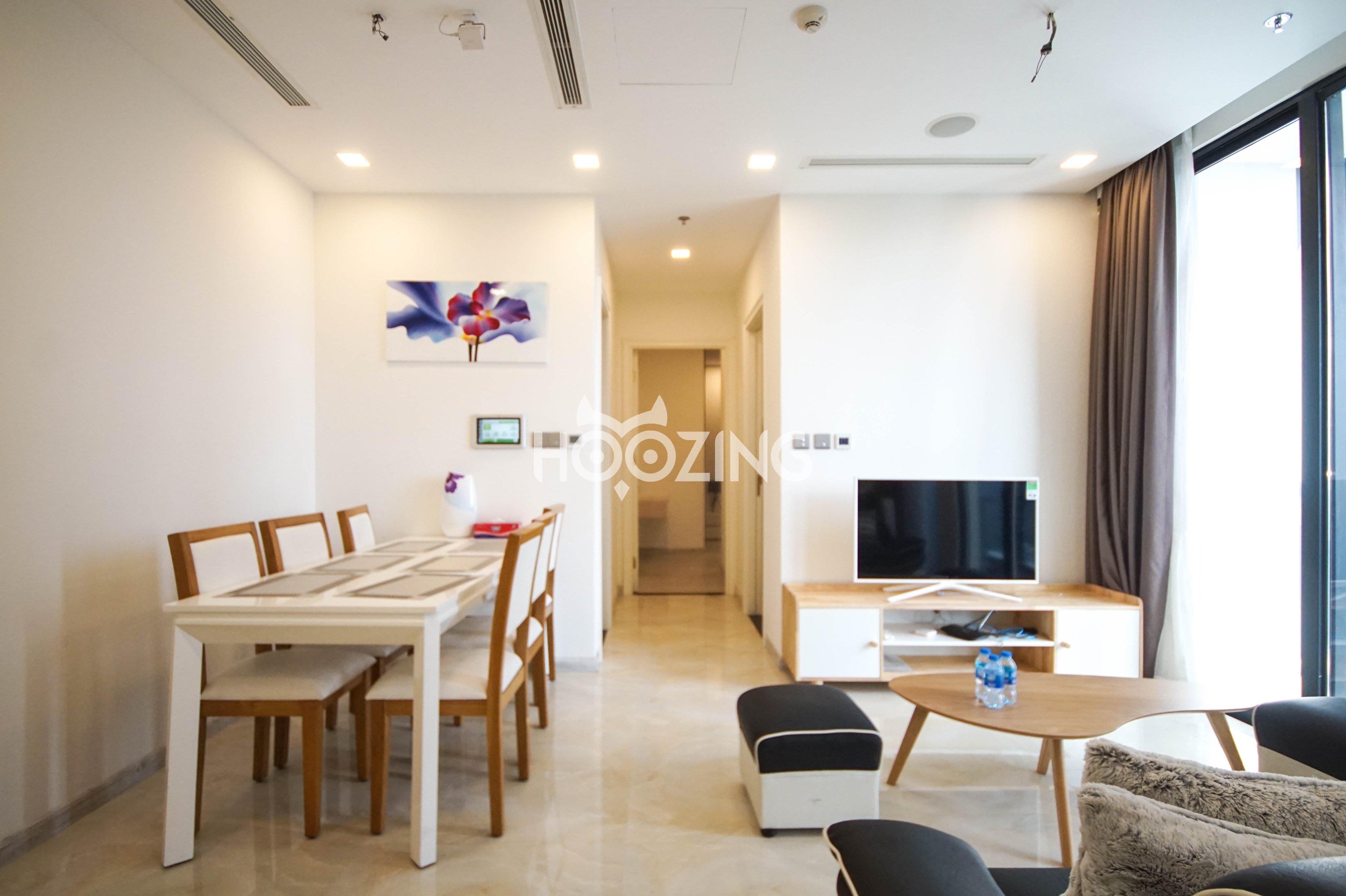 Cho thuê 2 phòng ngủ Vinhomes Golden river - ID 010099