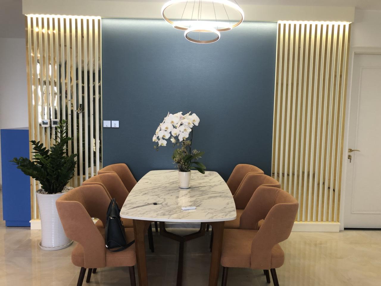 Cho thuê 3 phòng ngủ Vinhomes Golden river - ID 010120
