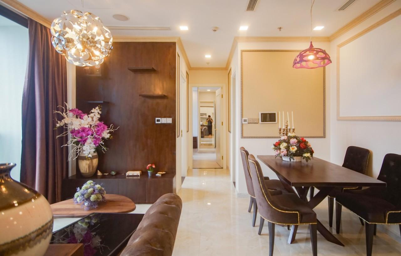 Cho thuê 2 phòng ngủ Vinhomes Golden river - ID 010110