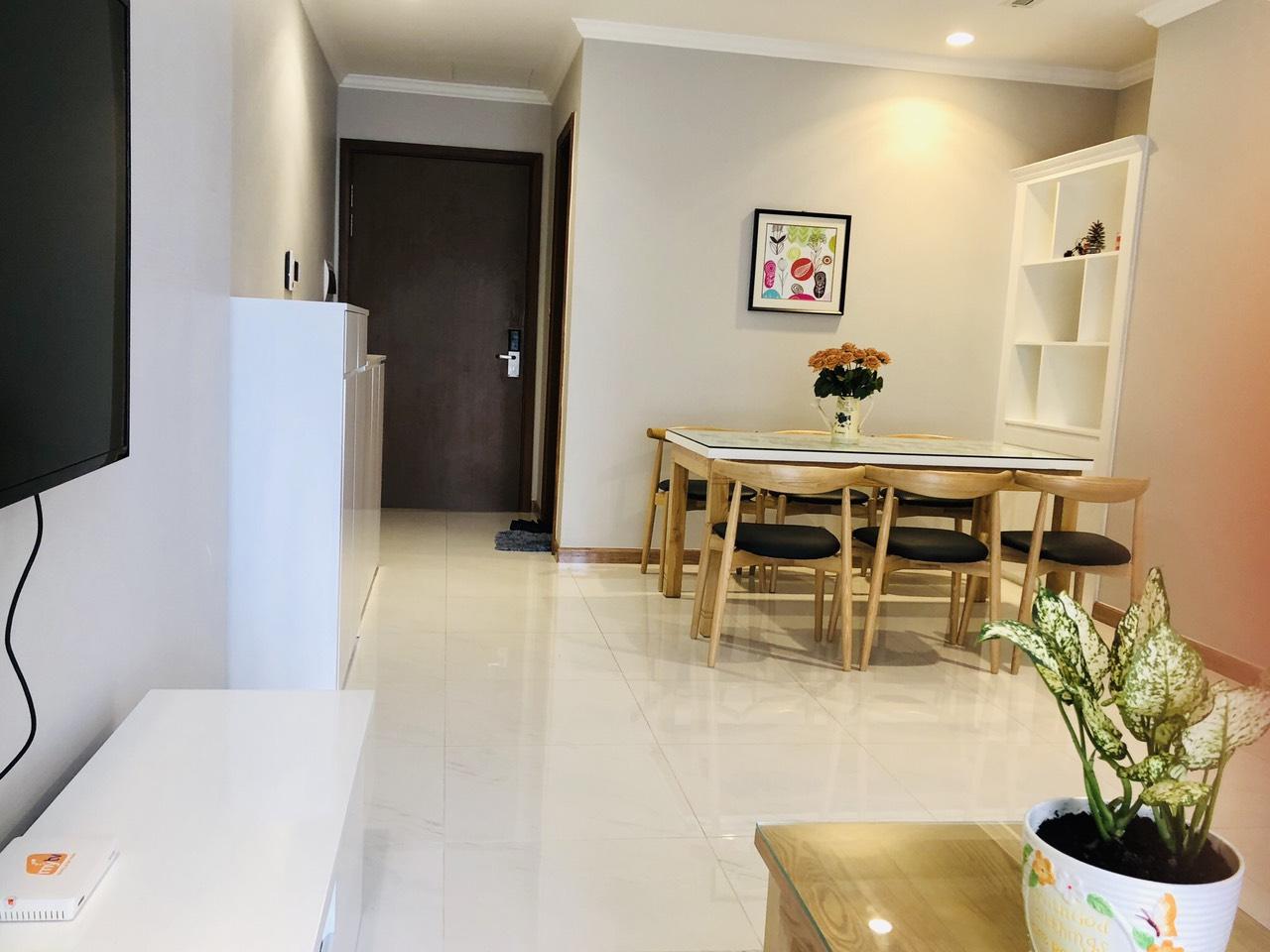 Cho thuê 2 phòng ngủ Vinhomes Central Park - ID 010124