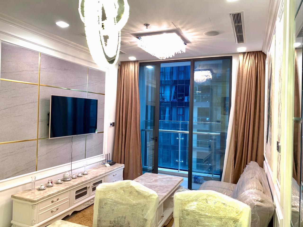 Cho thuê 1 phòng ngủ Vinhomes Golden river - ID 010098