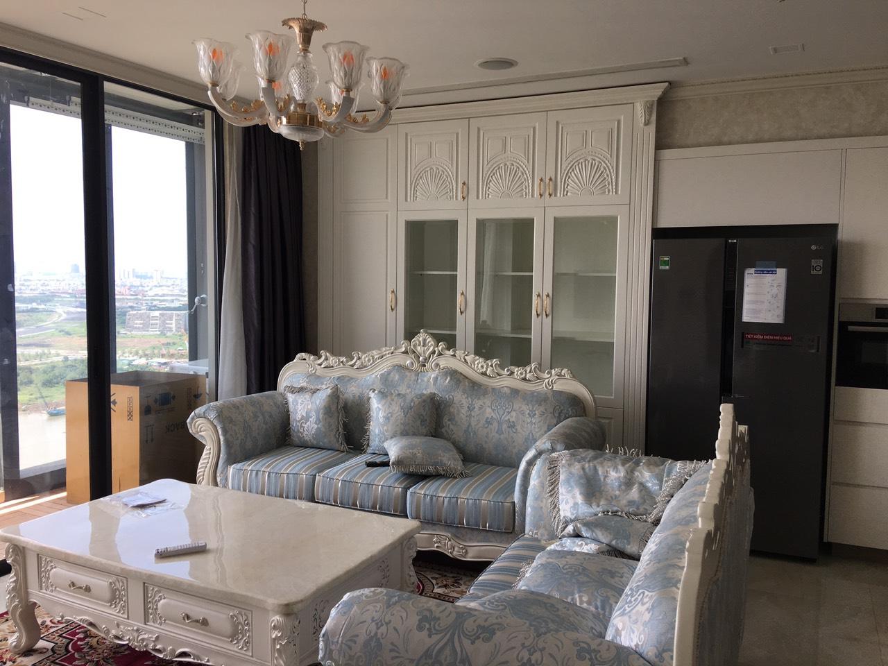 Cho thuê 3 phòng ngủ Vinhomes Golden river - ID 010104