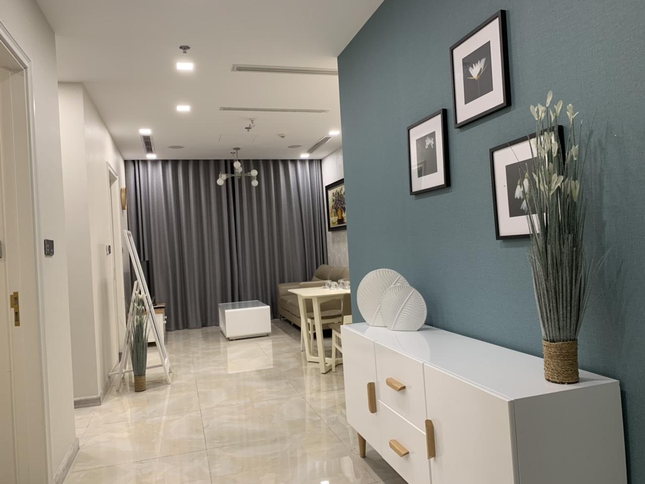 Cho thuê 2 phòng ngủ Vinhomes Golden river - ID 010116